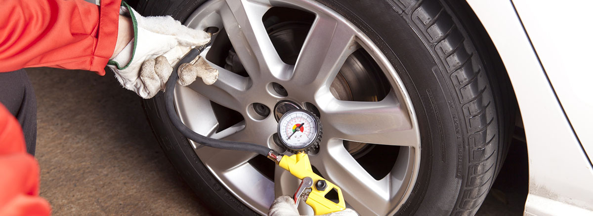 a tire pressure gauge - how to use it